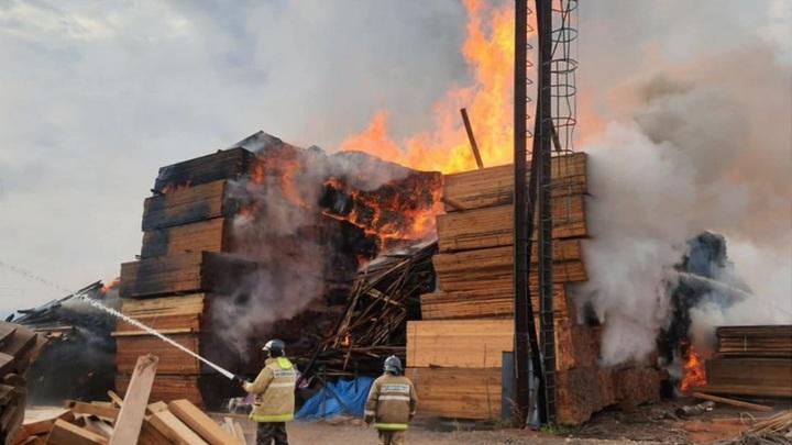 Пожар на складе в Красноярске локализован