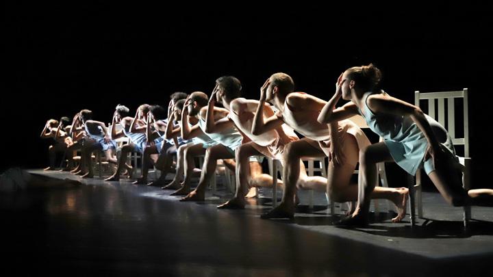 Фото со спектакля 'Whim' Александра Экмана