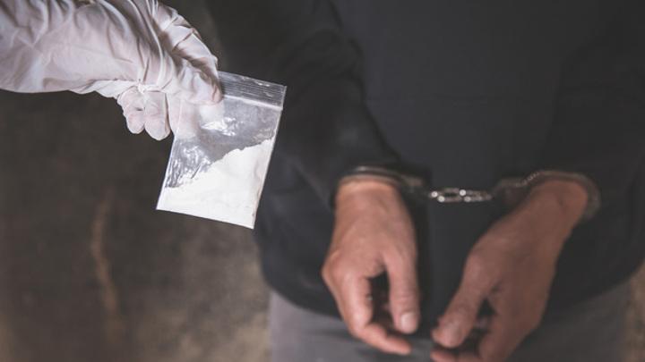 На Ямале школьника за распространение наркотиков отправили в колонию