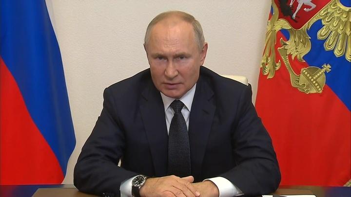 Путин: пенсии и денежное довольствие продолжим повышать