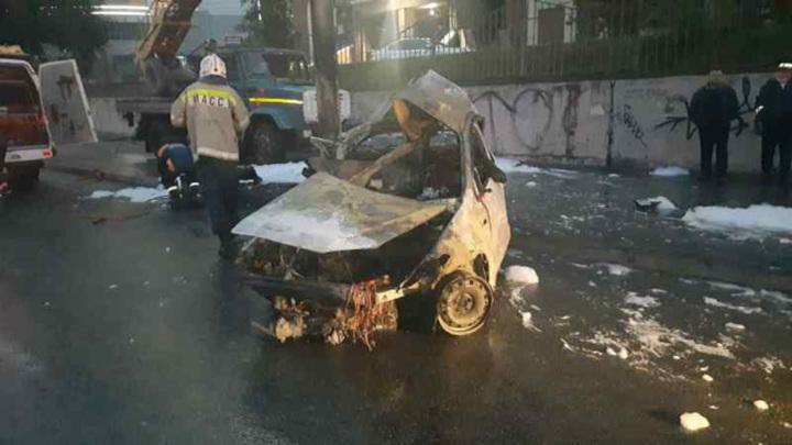 Три человека сгорели в автомобиле в центре Новосибирска