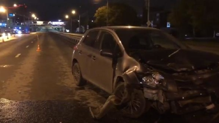 В Тюмени в результате ДТП погиб человек. Семья с тремя детьми пострадала