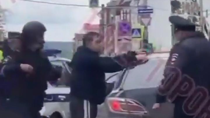 Задержан таксист, который привез убийцу к университету. Появилось видео