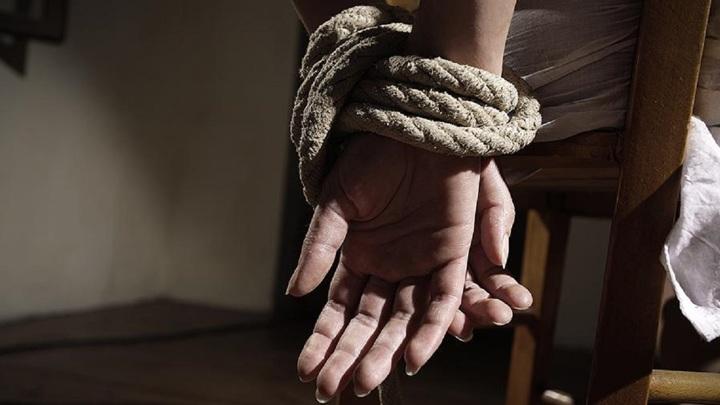 Привязал к стулу и ограбил: жительница Челябинска пошла на свидание с наркоманом