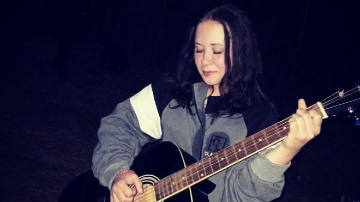 Девушку-музыканта нашли задушенной в своей квартире в Челябинской области