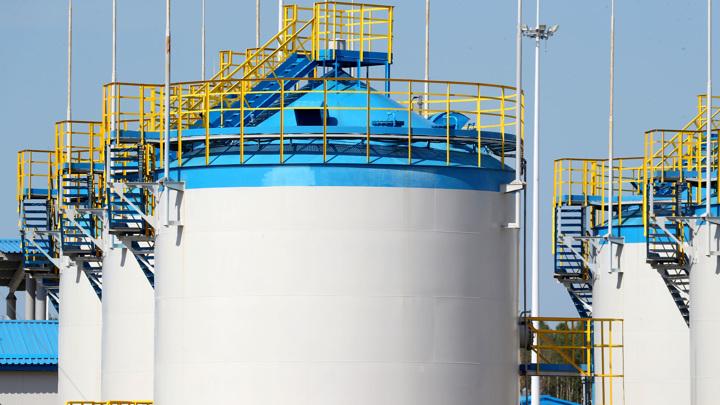 Европа начинает отбор газа из полупустых хранилищ