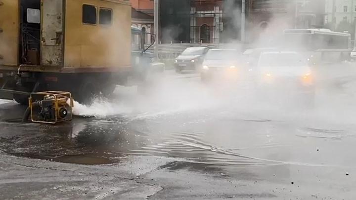 В Рязани прорвало водопровод. На месте работали специалисты