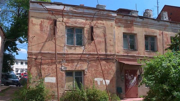 Путин потребовал ускорить исполнение программы по расселению аварийного жилья