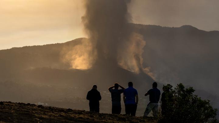 Аэропорт на Канарах закрыли из-за извержения вулкана