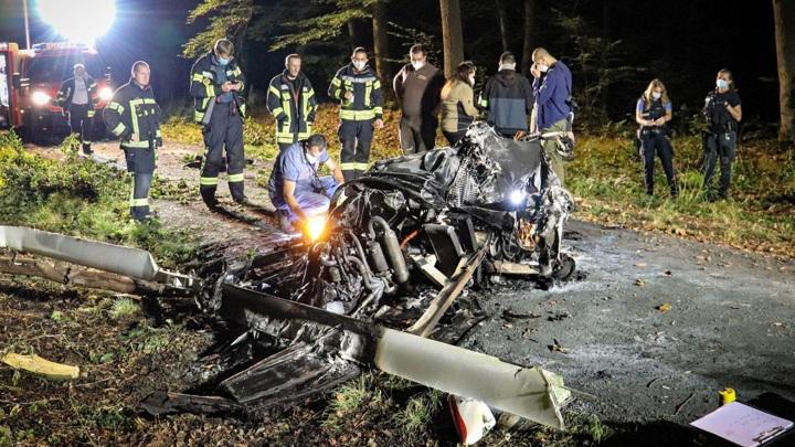 Два человека разбились на автожире в Германии