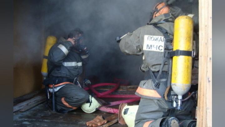 Мужчина и 5-летняя девочка погибли во время пожара в якутском селе