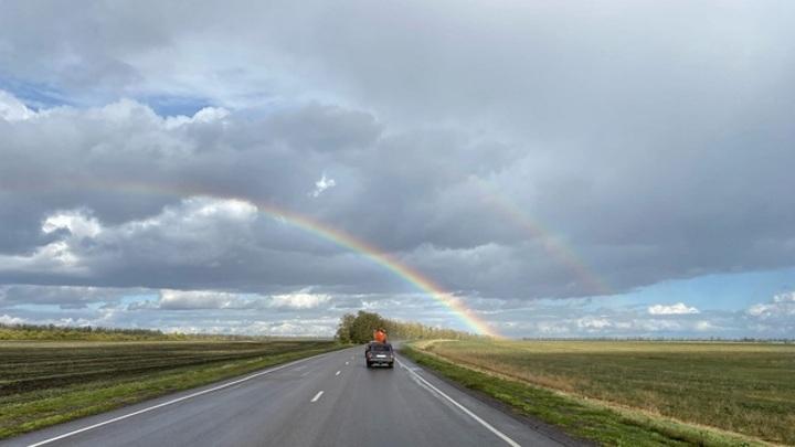 В Воронежской области над дорогой сфотографировали двойную радугу