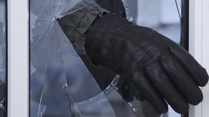 В Башкирии мужчина обокрал дом, проникнув в него через окно
