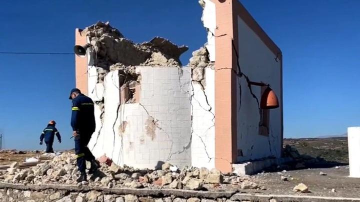 Во время землетрясения на Крите погиб один человек