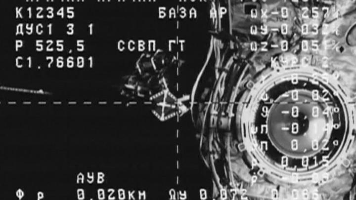 """Пилотируемый космический корабль впервые пристыковался к """"Науке"""""""