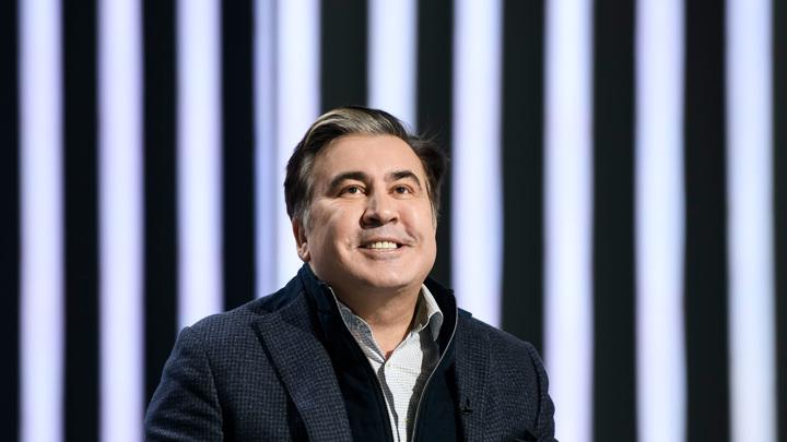 Голодающий Саакашвили запасся в тюрьме медом и соками