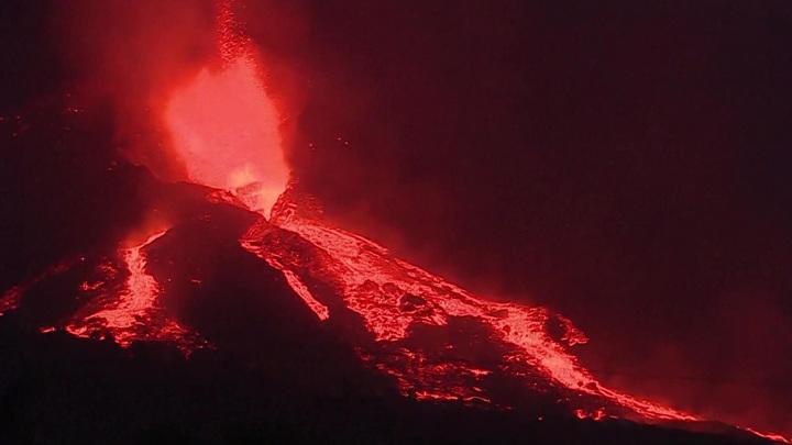 Готовятся к худшему: вулкан на Пальме удвоил силу