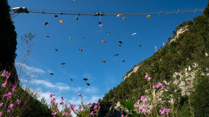 Мировой рекорд в массовом прыжке с парашютом установили в Сочи
