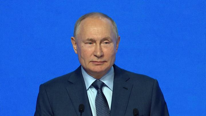 Путин объяснил, почему так и не заразился коронавирусом