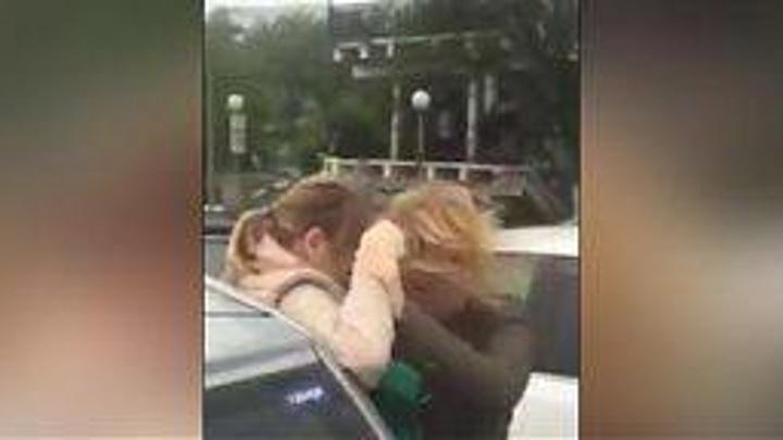 Во Владивостоке мужчина избил беременную женщину на парковке