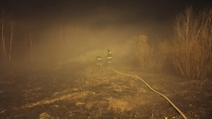 Екатеринбург накрыло смогом. Пожарные тушат торфяники