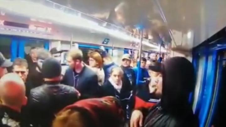 На мигрантов, устроивших конфликт в метро, завели уголовное дело