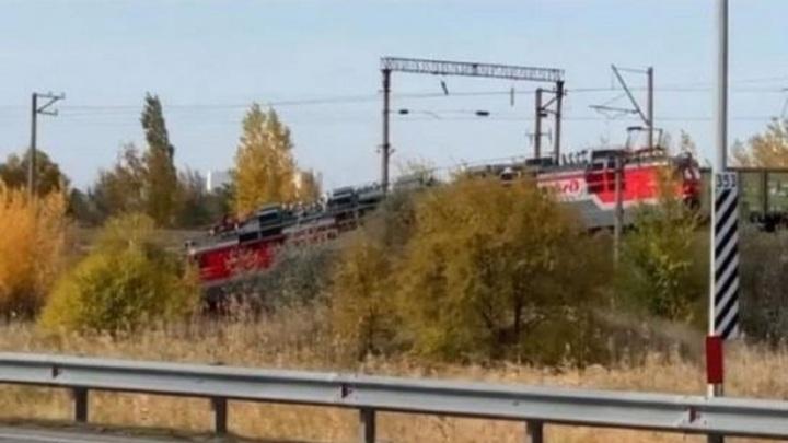 Локомотив сошел с рельсов в Ростовской области