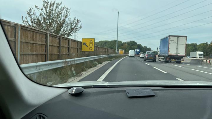 Дорожный знак в Великобритании / Фото: twitter.com/tvprp
