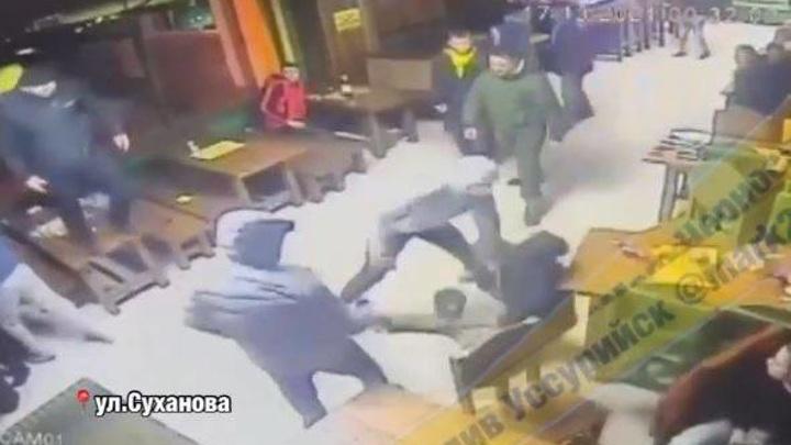 Массовая драка с применением оружия произошла в одном из баров Уссурийска
