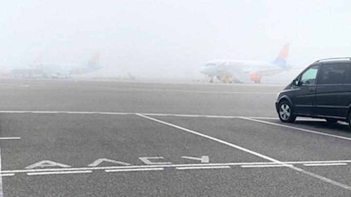 Три самолета ушли на запасные аэродромы из-за тумана в Краснодаре