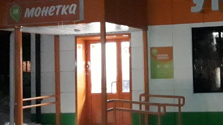 В одном из супермаркетов Новосибирска сержант-контрактник обезоружил грабителя