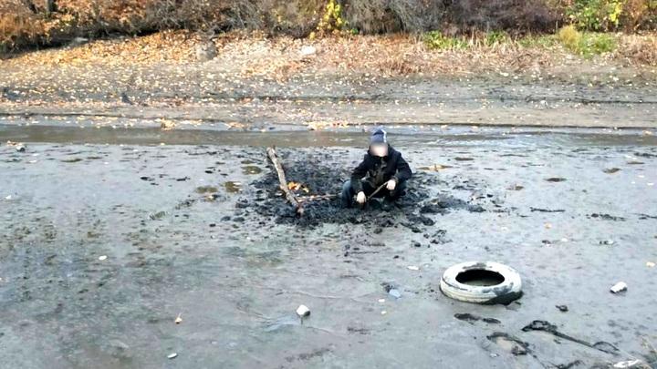 В Череповце спасатели вытащили школьника из ила
