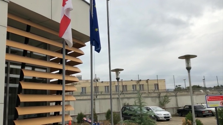 Прокурор Грузии отправился в тюрьму к Саакашвили