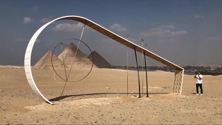 """На плато Гиза в Каире открывается выставка современного искусства """"Вечность – это сейчас"""""""