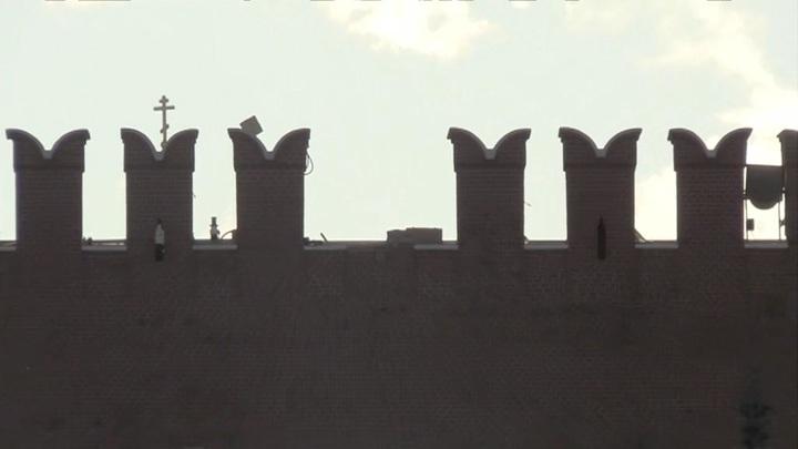 Три зубца Кремлевской стены повредило ветром