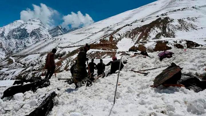 Жертвами снегопадов в горах Индии стали 11 человек