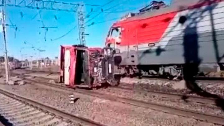 Поезд столкнулся с грузовиком в Приамурье