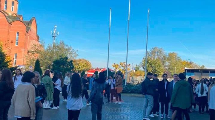 Краснодарскую школу эвакуировали из-за пожара