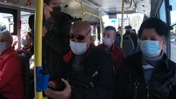 Пенсионерам рекомендуют ограничить поездки на общественном транспорте