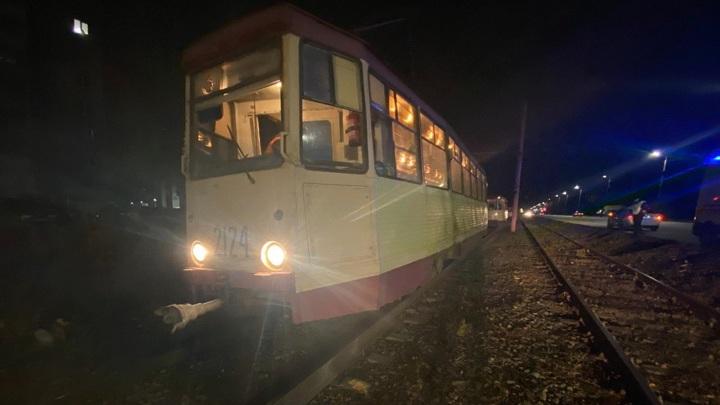В Челябинске мужчина попал под трамвай и лишился стопы