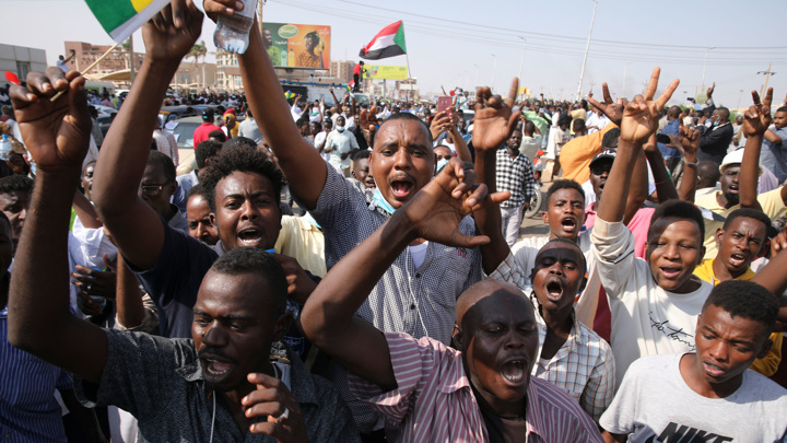 Судан: все охвачено огнем, связи нет