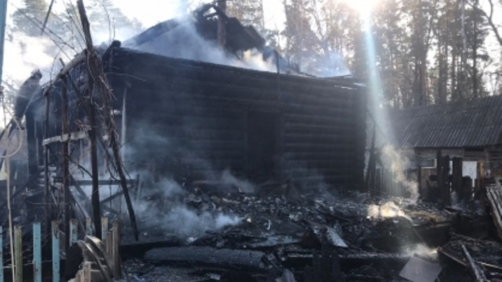 Устанавливаются обстоятельства гибели ребенка при пожаре в Тамбовской области