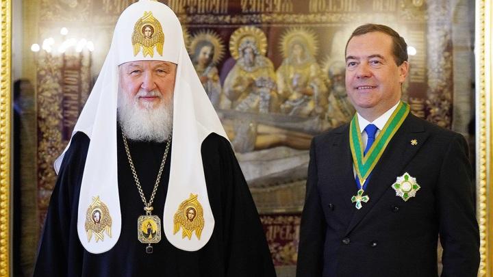 Патриарх Кирилл наградил Медведева орденом