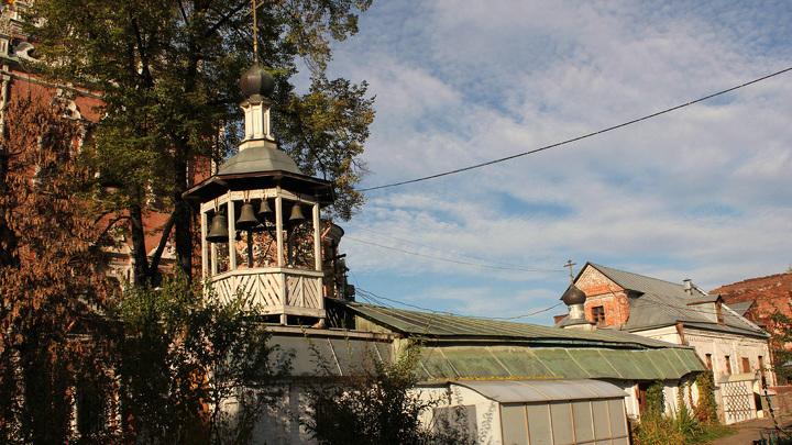 Старинный каретный сарай, где и прошло первое богослужение в Кадашах XX века, в новообразованной тут церкви Иовы Почаевского, ныне крипта…