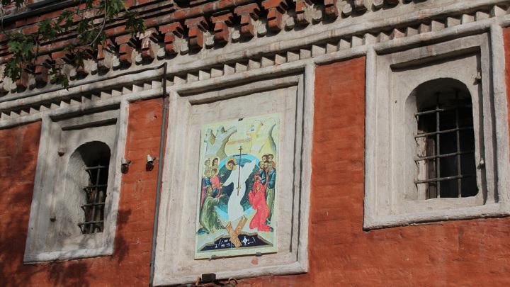 «Составная часть» основания колокольни, первый каменный храм 1656-1657 годов.