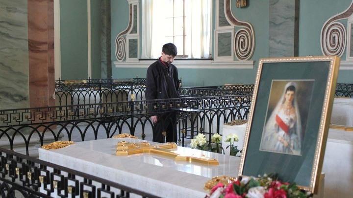 Мраморные надгробия захоронений Марии Федоровны и Александра Третьего