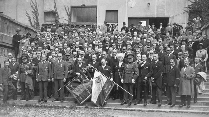 Снова вместе. Брюссель, 1930 год. Фото из архивов Ивонн Франсуа, Жаклин Бурьен, Виржини Вандерстикль и Леонида Варебруса