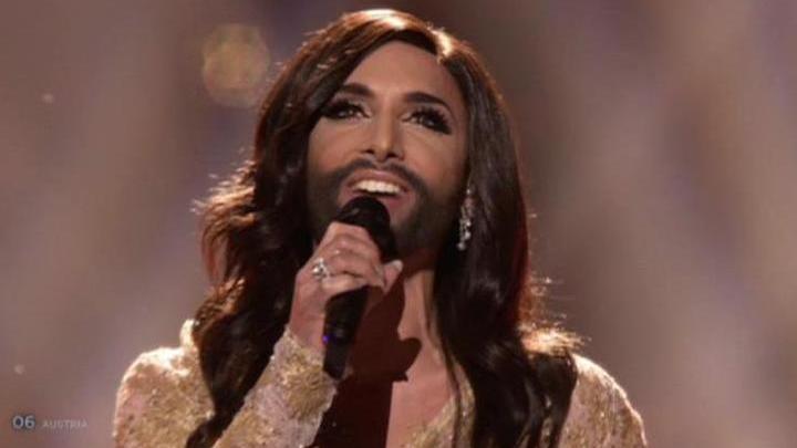 Поцелуй длиной в Евровидение: Вурст останется без бороды