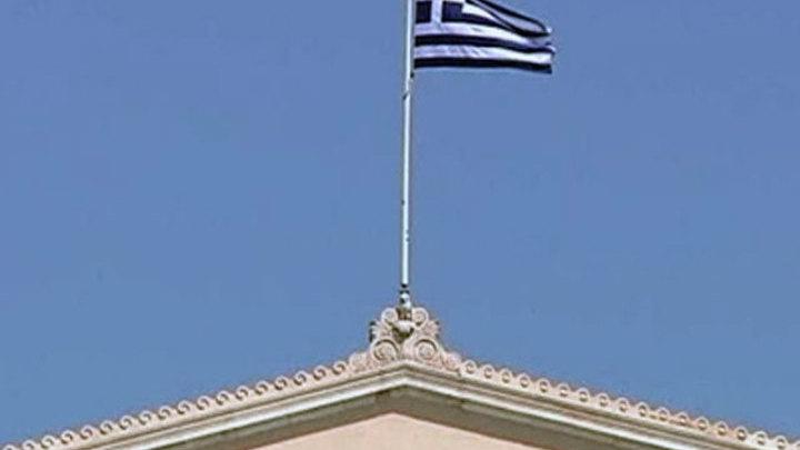 Президент и премьер-министр Греции привились от коронавируса