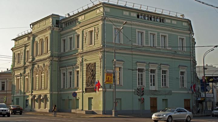 """Театр """"У Никитских ворот"""" отмечает 25-летие спектакля """"Песни нашего двора"""""""